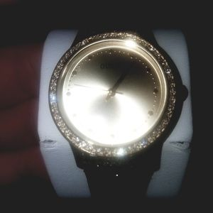 BNIB GUESS?  Brand Watch